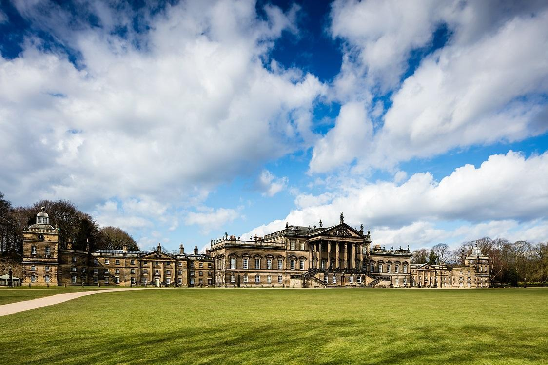 Panoramic view of Wentworth Woodhouse on a clear, bright day